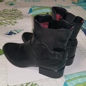EUC Tommy Hilfiger black boots 8.5